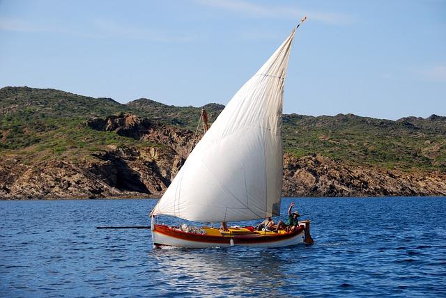 sailboat-526526_640